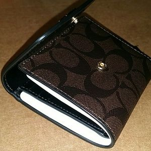 Coach Bags - {NEW}●AUTHENTIC COACH WALLET IN SIGNATURE CANVAS🌷